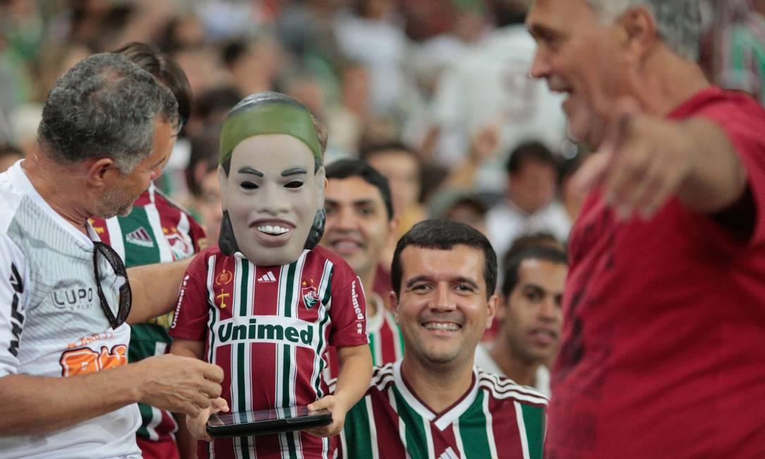 Máscara de Ronaldinho faz sucesso no Maracanã Pedro Kirilos
