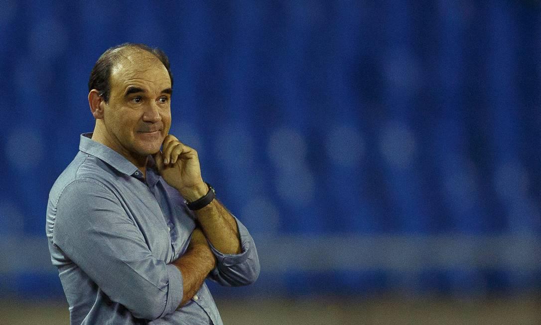 Novo técnico do Botafogo mostrou apreeensão durante a partida no Engenhão Daniel Marenco / Agência O Globo