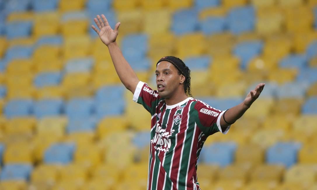 O estreante da noite pede a bola Márcio Alves / Agência O Globo