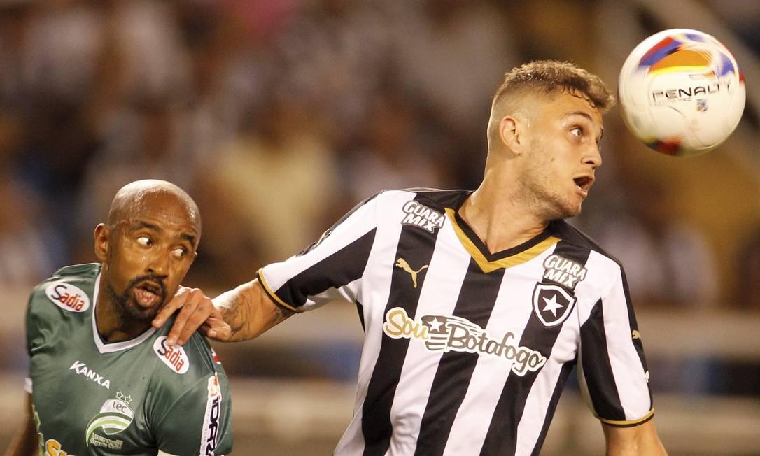Botafogo e Luverdense empatam em 0 a 0 no Estádio Nilton Santos. Mesmo com o tropeço, o alvinegro continua na liderança da Série B LEPOO / Agência O Globo