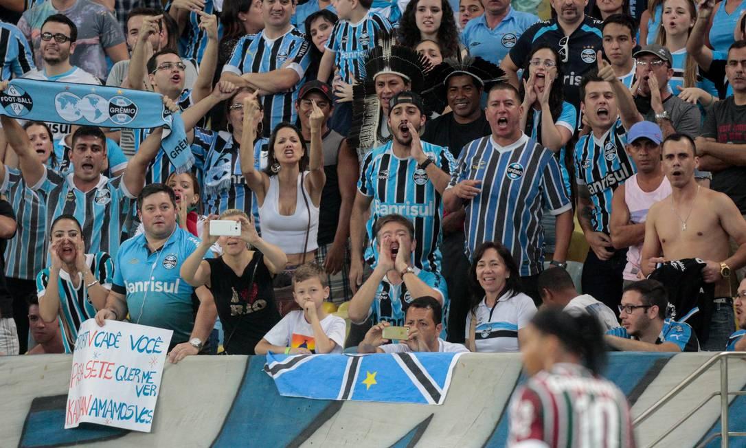 Ronaldinho é vaiado pela torcida do Grêmio, clube que o revelou Pedro Kirilos