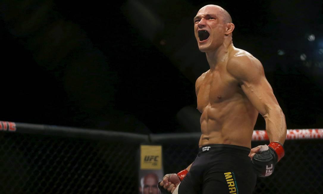 Vitor Miranda o primeiro brasileiro a vencer no UFC 190. A vítima foi o americano Clint Hester, por nocaute técnico RICARDO MORAES / REUTERS