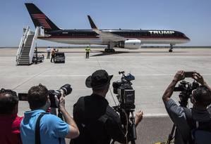Câmeras registram chegada do avião do magnata ao Texas: adversários estão ofuscados Foto: TAMIR KALIFA / NYT/23-7-2015