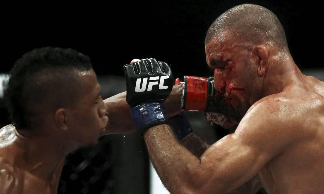Iuri Marajó, à esquerda, derrotou Leandro Brodinho no duelo brasileiro RICARDO MORAES / REUTERS