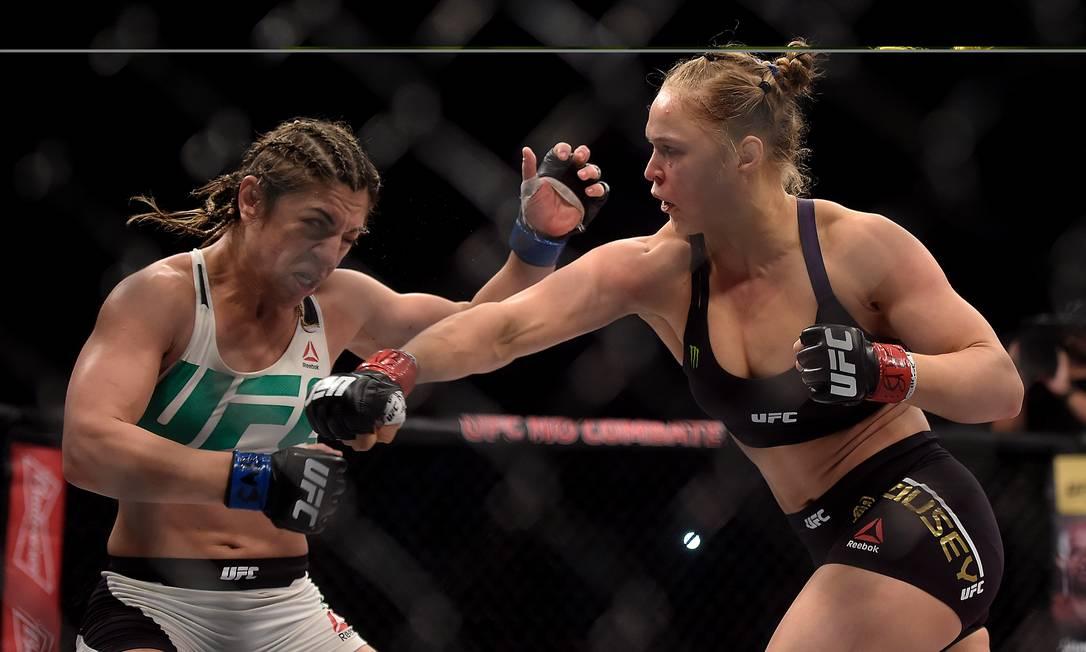 Durou apenas 34 segundos o sonho da brasileira Bethe Correia conquistar o cinturão do UFC AP