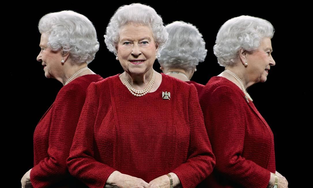 A monarquia britânica divulgou neste domingo uma série de fotos da família real. Os cliques foram feitos pelo fotógrafo britânico Hugo Rittson-Thomas, que utilizou uma técnica com espelhos para mostrar a realeza em diferentes ângulos Hugo Rittson-Thomas / AP