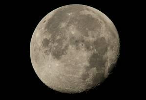 Imagem flagra silhueta da Estação Espacial Internacional da Lua Foto: NASA