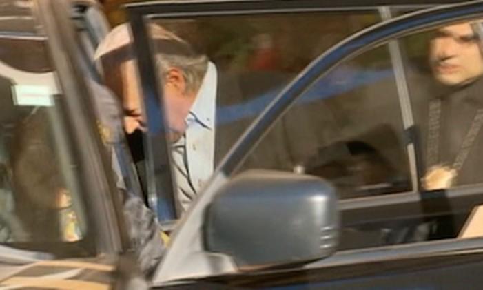 O ex-ministro da Casa Civil, José Dirceu, foi preso preventivamente pouco depois das 06h nesta segunda-feira em Brasília, na 17 ª fase da Operação Lava-Jato. Mídias e documentos foram apreendidos da sua residência em Brasília, onde estava com a mulher e uma filha pela manhã. Foto: Reprodução/TV