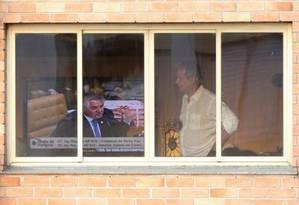 Ex. ministro José Dirceu acompanhou o julgamento na sala do seu apartamento na região de Vila Mariana Foto: Marcos Alves 12-09-2013 / Agencia O Globo