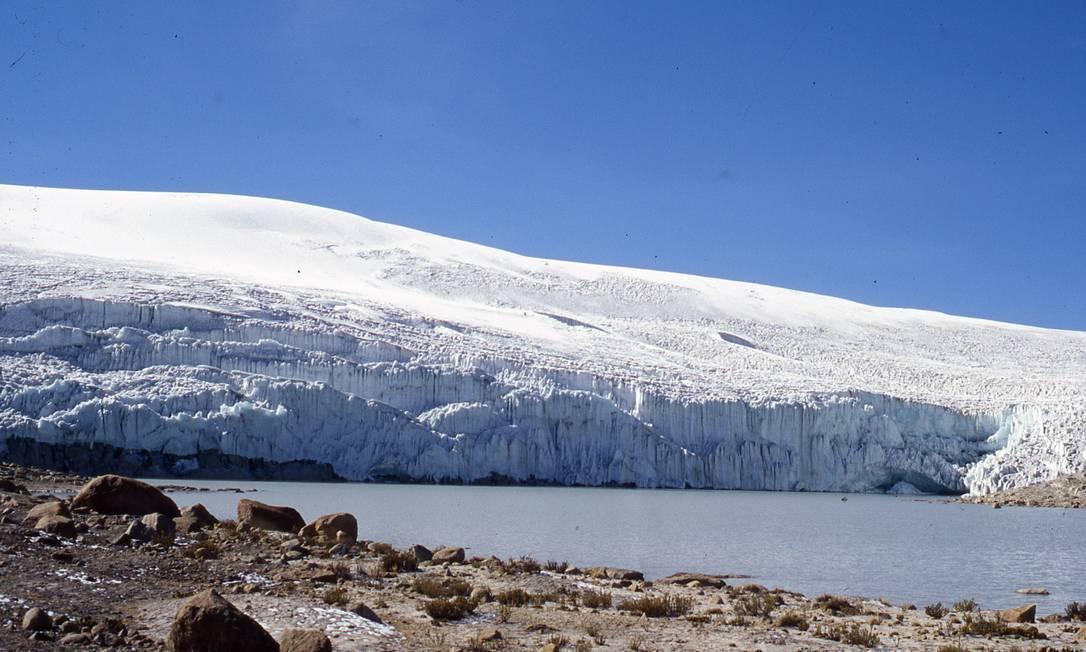 Imagem da borda Leste da grande geleira de Quelccaya, nos Andes peruanos, a maior formação do tipo em uma região tropical do planeta: derretimento continuará Foto: / Universidade de Ohio/Henry Brecher