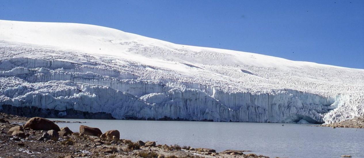 Imagem da borda Leste da grande geleira de Quelccaya, nos Andes peruanos, a maior formação do tipo em uma região tropical do planeta: derretimento continuará Foto: Universidade de Ohio/Henry Brecher