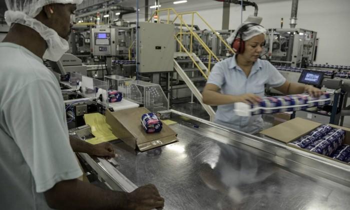 Indústria volta a encolher em junho e, no ano, tem o pior resultado desde 2009