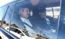 O ex-ministro José Dirceu deixa a Superintendência da Polícia Federal em Brasília em direção ao aeroporto de onde segue para Curitiba Foto: André Coelho / O Globo
