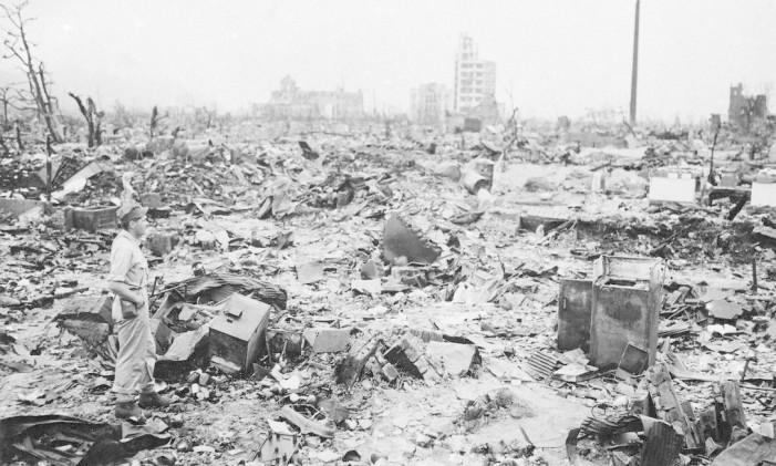 Os escombros. Poucos edifícios permaneceram de pé após a passagem do avião americano que soltou a primeira arma nuclear usada na Segunda Guerra Mundial. O Japão se renderia em 15 de agosto, pondo fim ao conflito Foto: AP