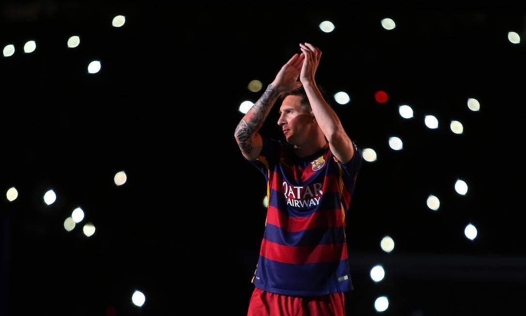 Messi aplaude a torcida ao fim do jogo Francisco Seco / AP