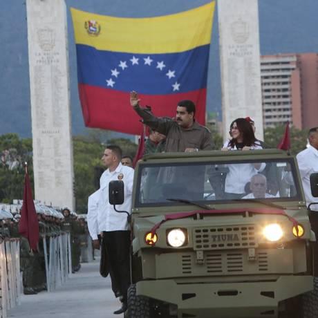 Presidente Nicolás Maduro acena durante a cerimônia do 78º aniversário da Guarda Nacional da Venezuela, em Caracas Foto: HANDOUT / REUTERS