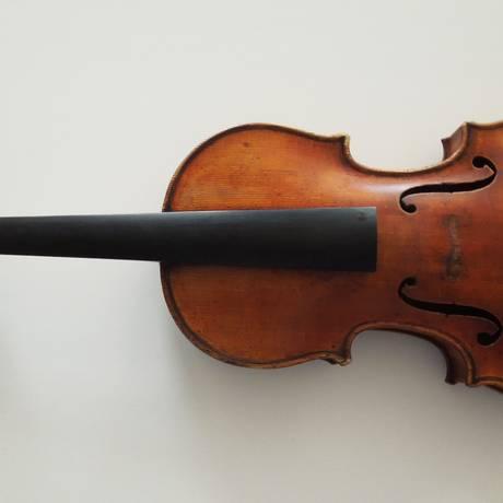 O Ames Stradivarius, roubado do violinista Roman Totenberg, em 1980, foi recuperado 35 anos depois Foto: AP