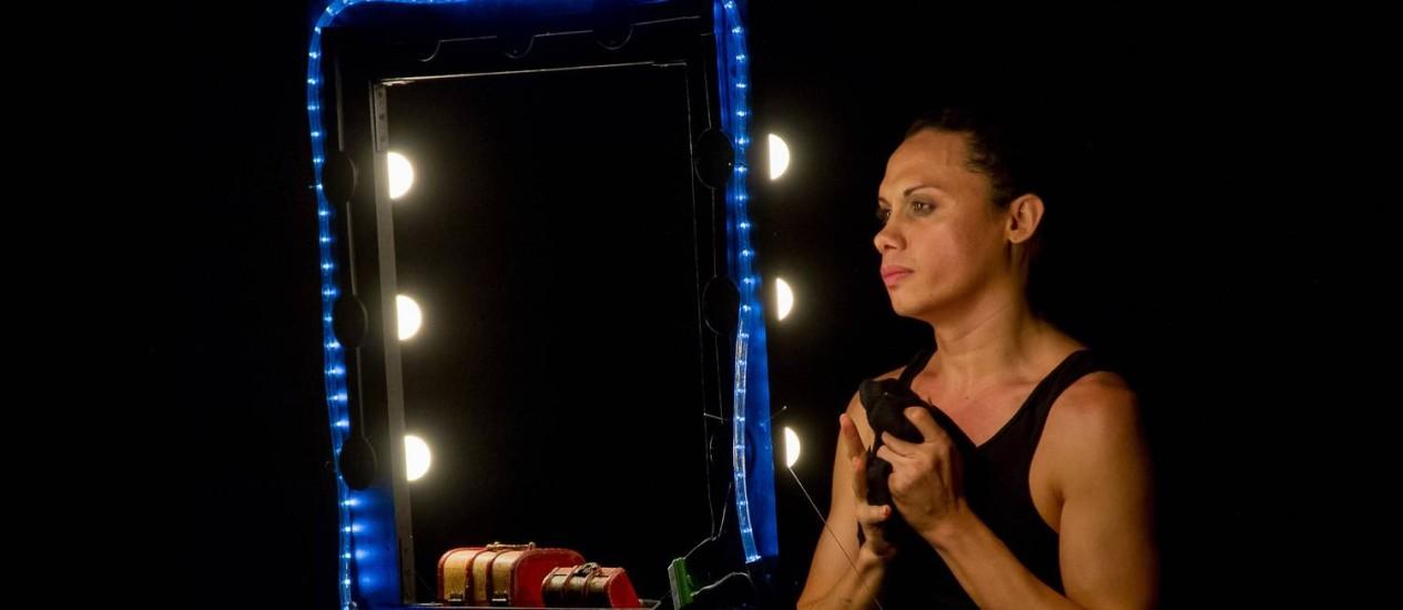 De Norte a Sul. Em espetáculo solo dirigido por Jezebel de Carli, Silvero interpreta histórias coletadas pelo Brasil Foto: Divulgação/Juliano Ambrosini