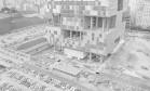 Símbolo. A grandiosa estrutura que lembra uma escultura abstrata, o edíficio-sede da Petrobras em construção na Avenida Chile, no Centro do Rio Foto: 21/12/1972 / Agência O Globo