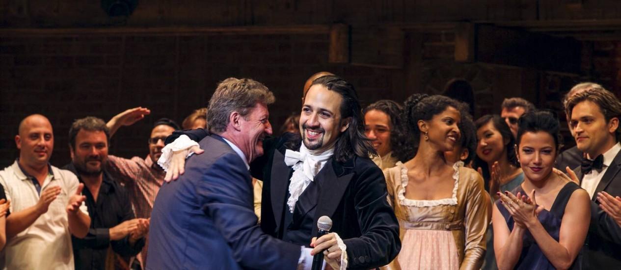 O ator e escritor Lin-Manuel Miranda agradece ao público após a estreia de 'Hamilton' Foto: LUCAS JACKSON / REUTERS