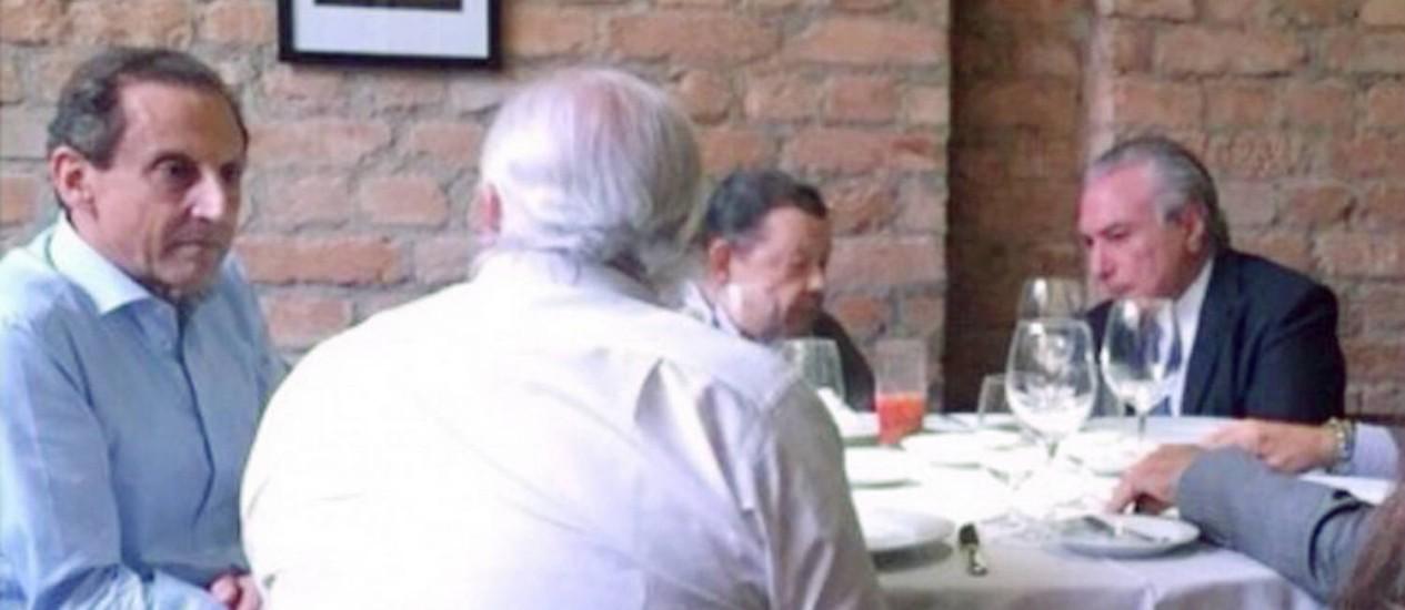 Encontro em São Paulo do vice-presidente da república Michel Temer com o presidente da Fiesp, Paulo Skaf, e o ex-ministro da economia Delfim Netto Foto: Reprodução / Agência O Globo