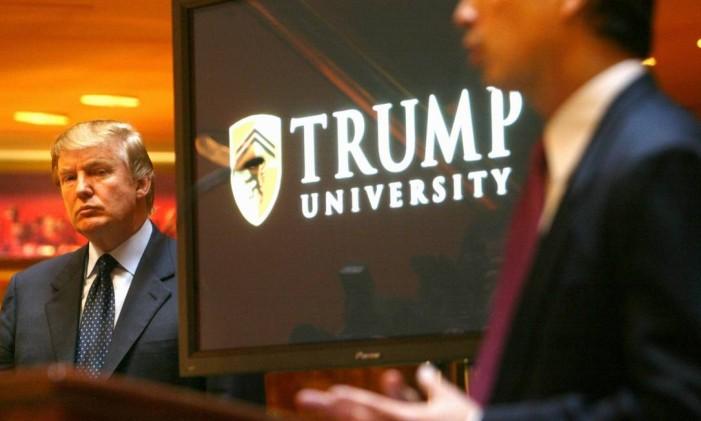 Donald Trump apresenta a Trump University em Nova York Foto: Bebeto Matthews - 11/05/2005 / AP