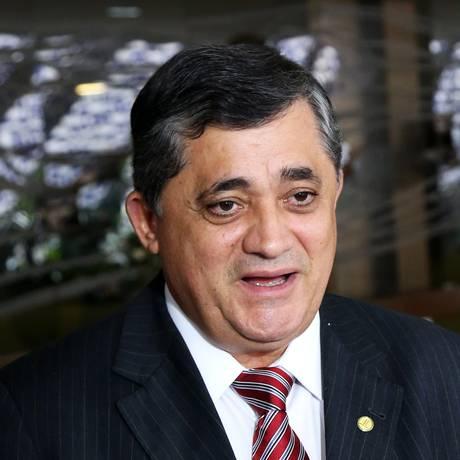 O líder do governo na Câmara, deputado federal José Guimarães (PT-CE), durante entrevista Foto: Ailton de Freitas / Agência O Globo