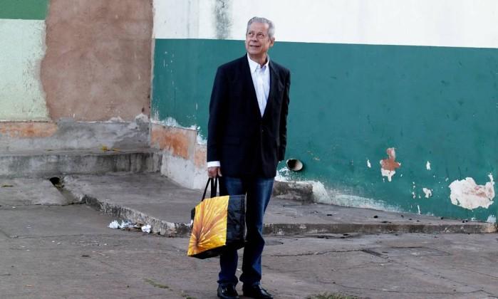 * Ressentido, Dirceu sente abandono até de Lula.