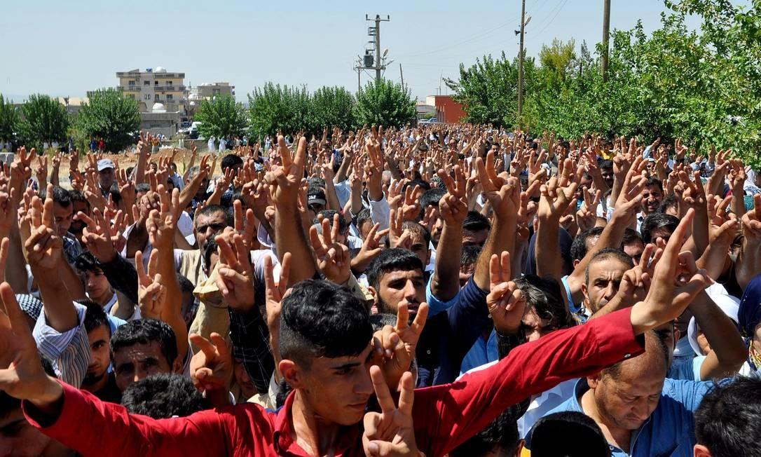 Curdos pedem paz após novas mortes de militantes Foto: STR / AFP