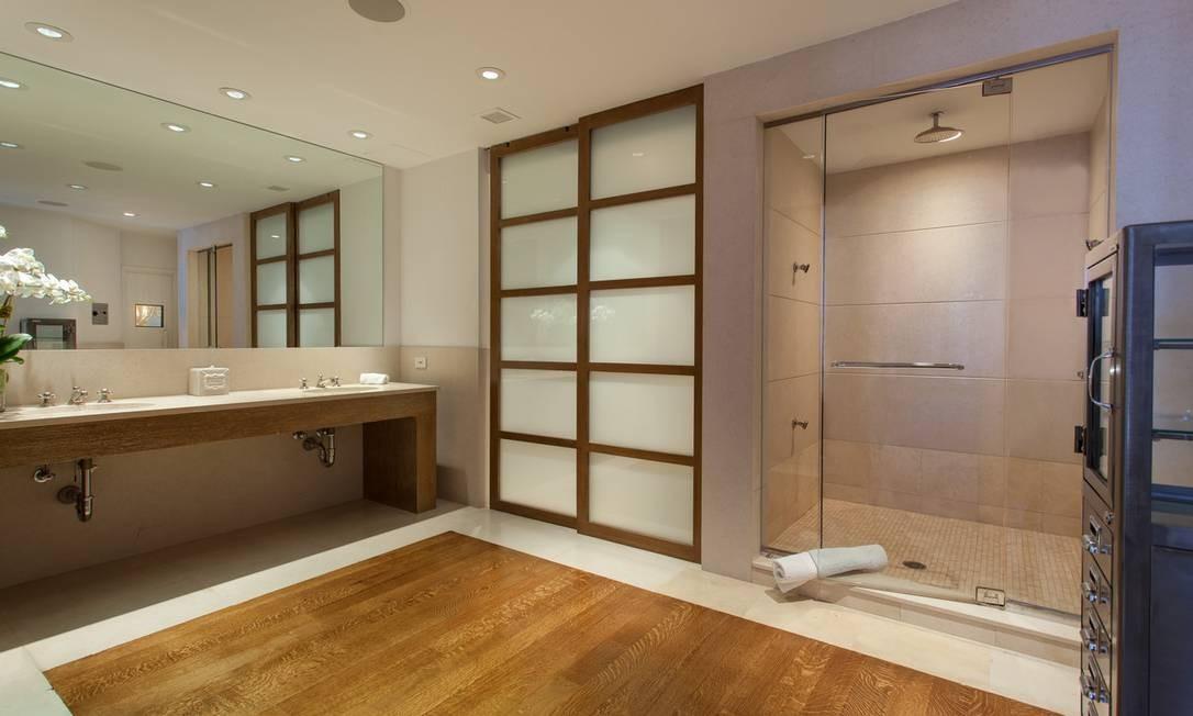 Outro banheiro da casa Foto: Divulgação / Brown Harris Stevens