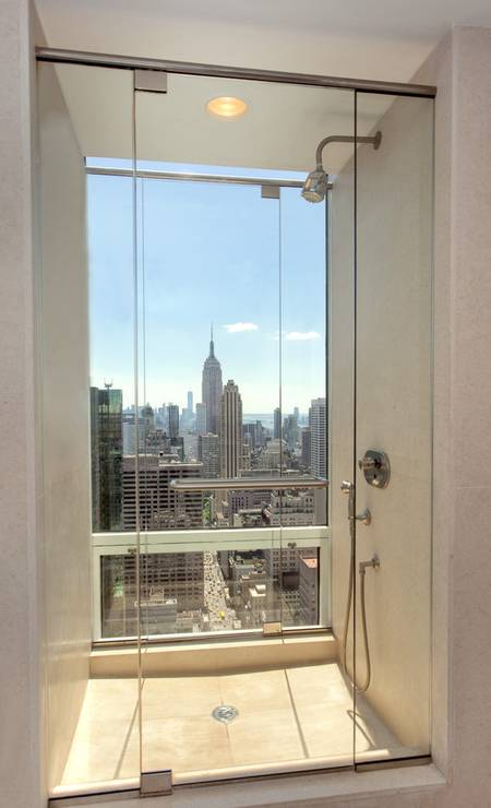 Um dos banheiros tem vista para o Empire State Foto: Divulgação / Brown Harris Stevens