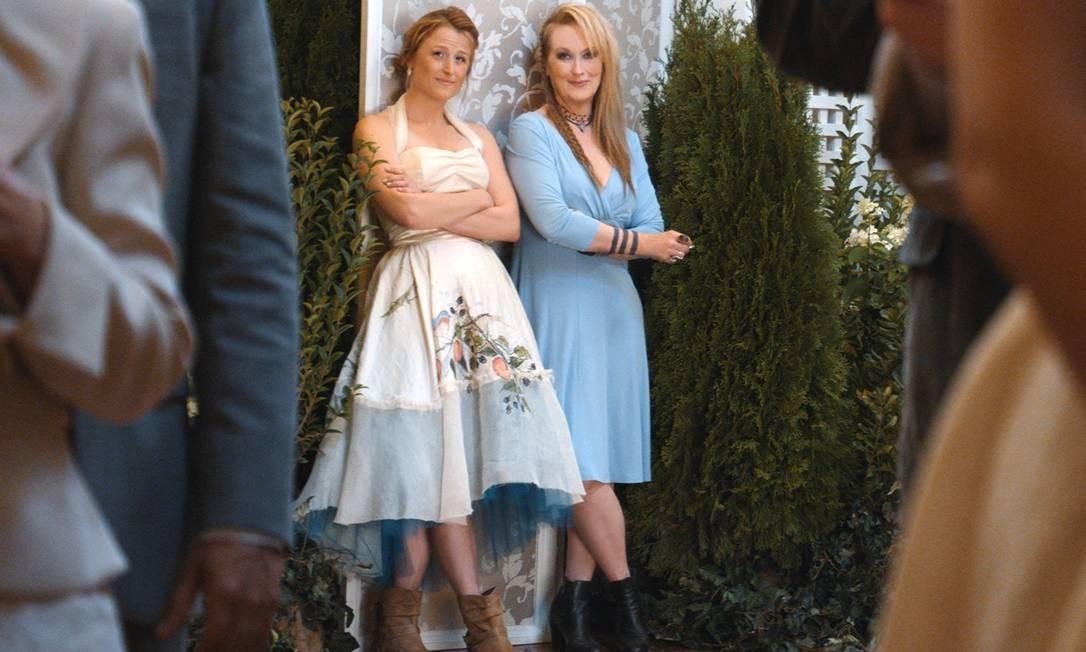 Julie (Mamie Gummer, à esquerda) e Ricki (Meryl Streep) entram em conflito em 'Ricki and the Flash' Foto: Divulgação