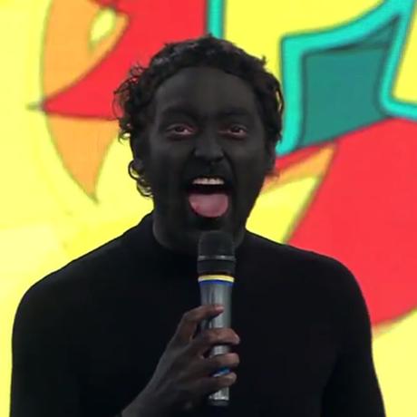 Personagem Africano, interpretado pelo ator Eduardo Sterblitch, foi denunciado por uma comissão da OAB Foto: Reprodução da TV