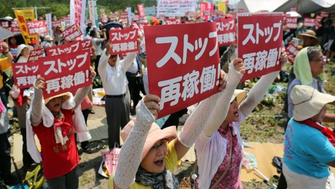 Antinuclear. Manifestantes realizam protesto contra reabertura da usina de Sendai. Governo japonês espera ressuscitar uso da energia nuclear no país, quantro anos após tragédia Foto: JIJI PRESS/AFP