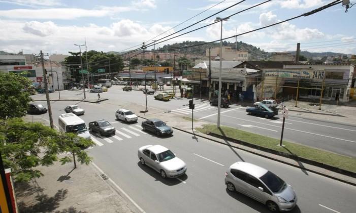 Avenida Dom Helder Camara, na Zona Norte Foto: Laura Marques / Agência O Globo