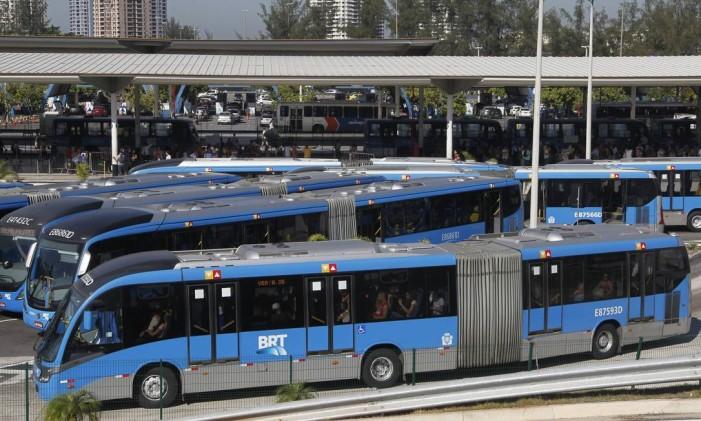 Terminal Alvorada, na Barra Foto: Marcelo Carnaval / Agência O Globo