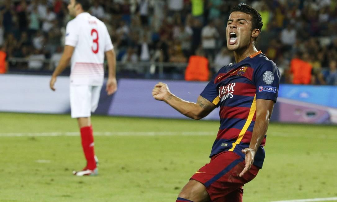 Após ótimo passe de Suárez, o brasileiro Rafinha mostrou oportunismo e fez o terceiro do Barça GRIGORY DUKOR / REUTERS