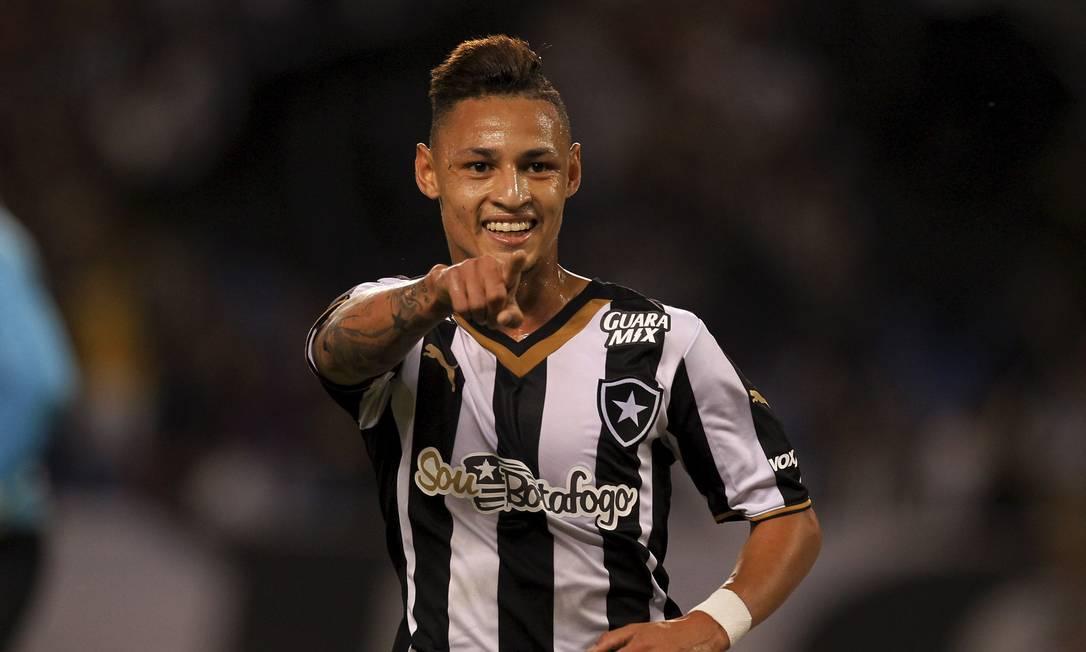 Ainda no primeiro tempo, Neilton fez o gol da virada do Botafogo Cezar Loureiro / Agência O Globo