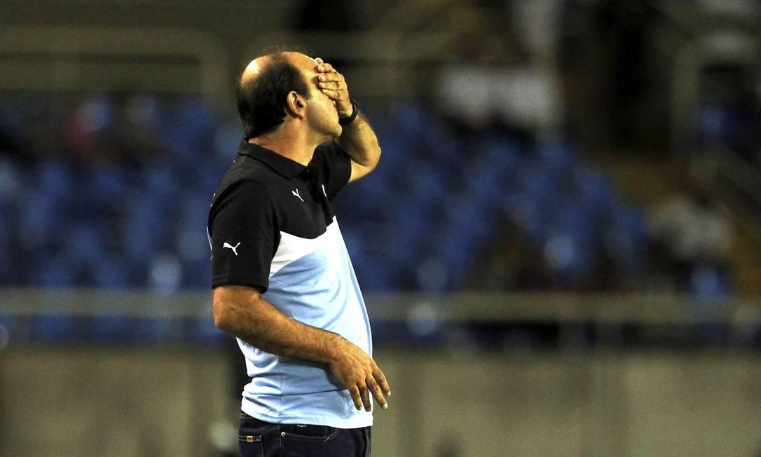 O técnico do Botafogo, Ricardo Gomes: preocupação com a segunda derrota seguida da equipe na Série B Cezar Loureiro / Agência O Globo