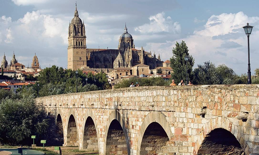 Ponte romana leva à catedral da animada Salamanca, na Espanha Foto: Juan José Pascual Lobo / TourSpai