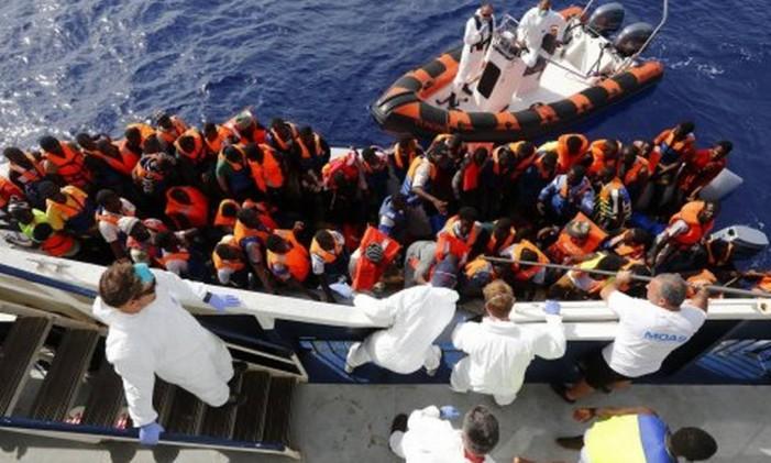 Operação de resgate no Mar Mediterrâneo Foto: Reuters