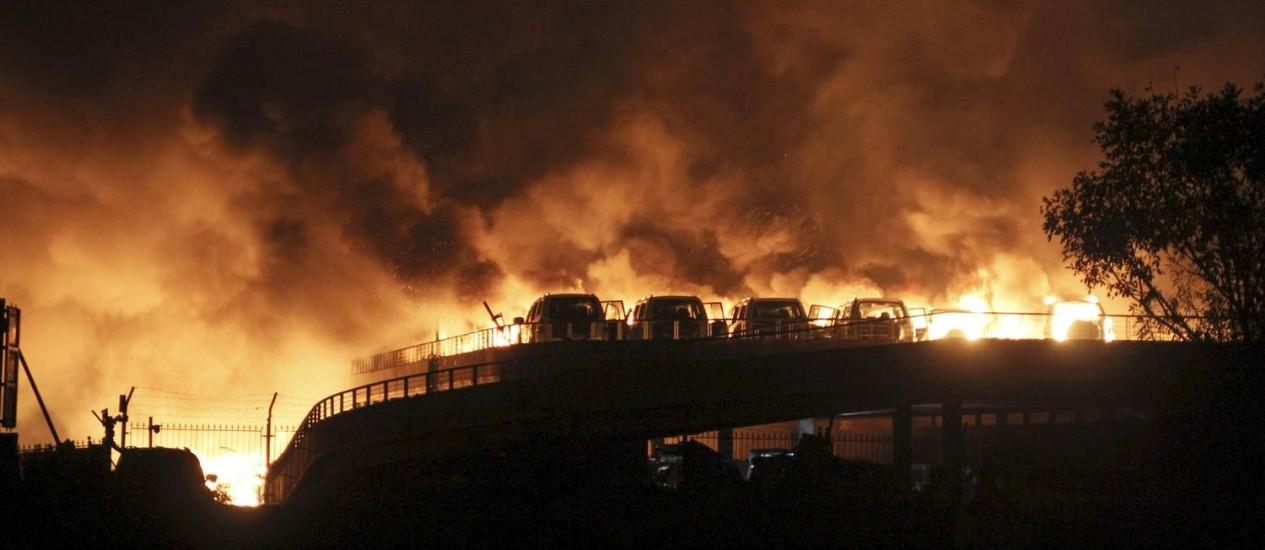 Explosão de grandes proporções em Tianjin, cidade portuária do Nordeste da China, deixa pelo menos sete mortos e mais de 300 feridos Foto: STRINGER/CHINA / REUTERS