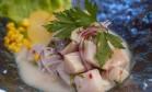 O ceviche clássico é um das especialidades do chef Marco Espinoza Foto: Adriana Lorete / Agência O Globo