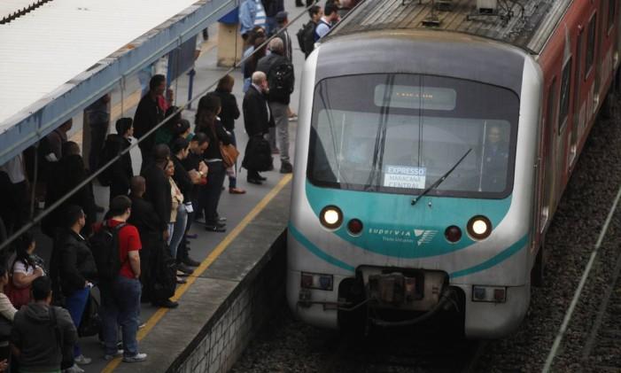 Trem na estação de Madureira Foto: Guilherme Leporace / Agência O Globo