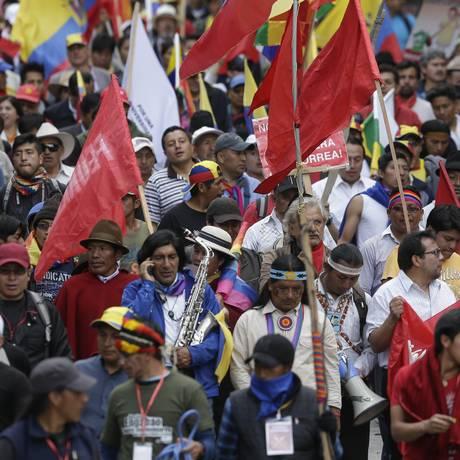 Manifestantes indígenas chegam a Quito durante uma marcha contra o governo de Correa Foto: Dolores Ochoa / AP