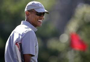 Obama joga golfe durante suas férias de verão na ilha de Martha's Vineyard Foto: Steven Senne / AP