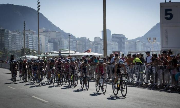 Triatlo feminino na Praia de Copacabana Foto: Fernando Lemos / Agência O Globo