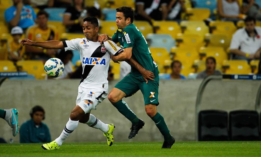 Jorge Henrique é marcado por Juan em sua estreia pelo Vasco Guilherme Leporace