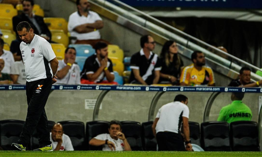 Celso Roth parece desolado no Maracanã Guilherme Leporace / Agência O Globo