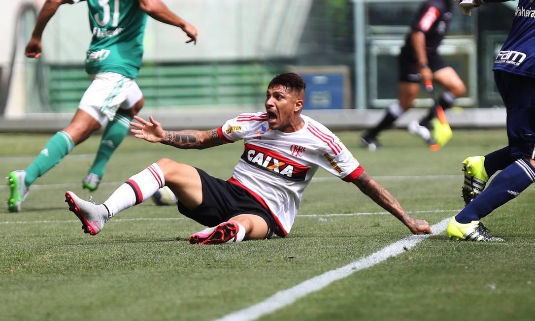 E fica desesperado quando o juir Igor Junior Benevenuto manda o jogo seguir Fernando Donasci / Agência O Globo